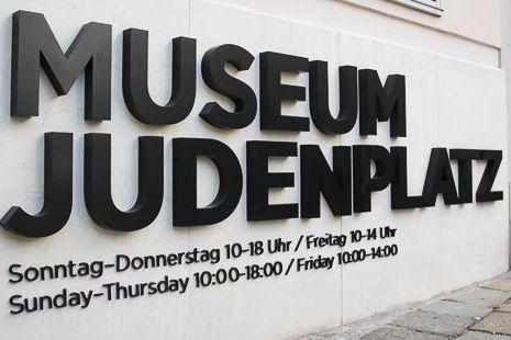 Museum am Judenplatz lettering on the house wall